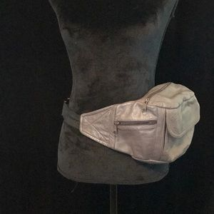 Handbags - Vintage leather Fanny Pack